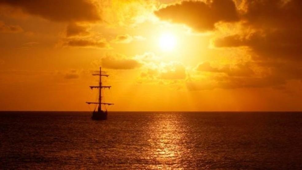 O que acontece quando um barco se afasta em direção ao horizonte? — Foto: Getty Image via BBC