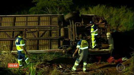 Acidente com ônibus de sacoleiros deixa 5 mortos e 26 feridos no interior de São Paulo