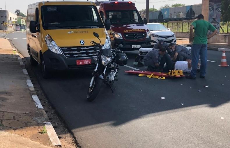 Motociclista fica ferido após bater na traseira de van em Araraquara - Notícias - Plantão Diário