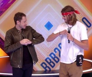 Eliminado, Daniel conversa com Tiago Leifert no 'BBB'   Reprodução