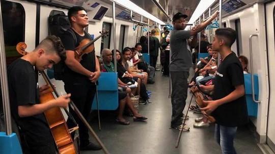 Justiça do RJ proíbe apresentações de artistas em transportes públicos