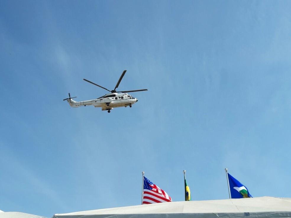 Ele chegou de helicóptero e não foi prejudicado com o bloqueio na rodovia (Foto: André Souza/ G1)