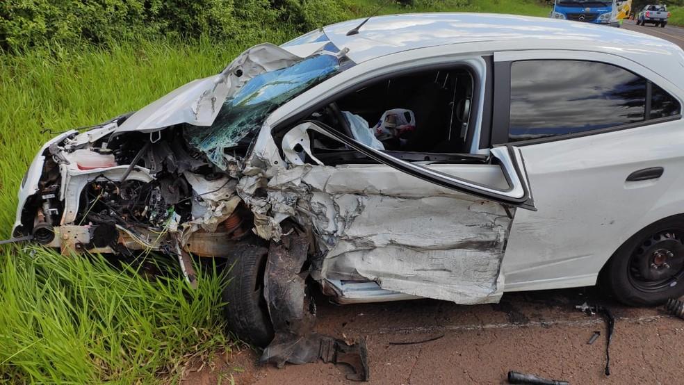 Dois carros envolveram-se em colisão frontal na Rodovia da Integração — Foto: David de Tarso/TV Fronteira