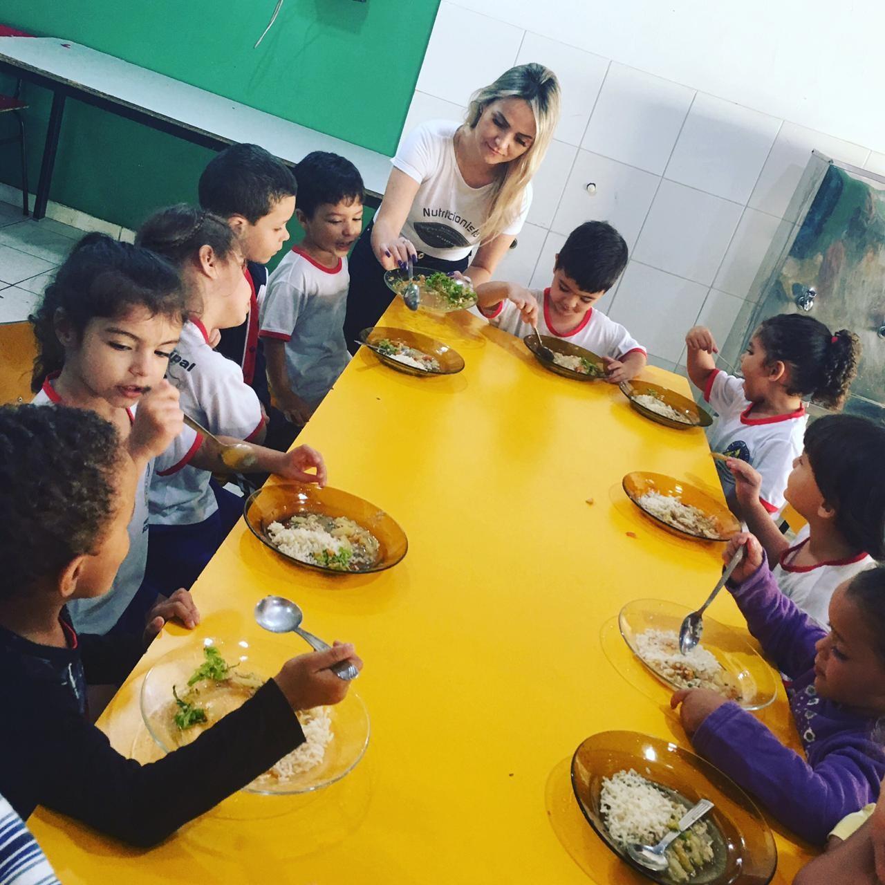 Projeto em Bom Despacho ensina e incentiva a crianças o hábito da alimentação saudável  - Notícias - Plantão Diário