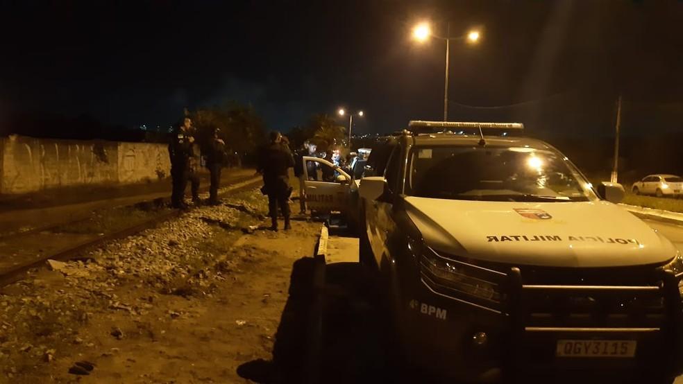 PMs tentaram encontrar suspeitos na comunidade do Mosquito — Foto: Sérgio Henrique Santos/Inter TV Cabugi