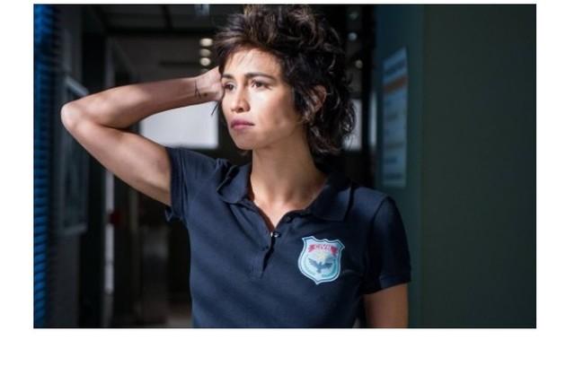 Nanda Costa relembrará a Maura de 'Segundo sol' (2018). Grávida, a atriz aparecerá falando sobre a policial lésbica que tinha o desejo de ser mãe (Foto: Reprodução/TV Globo)