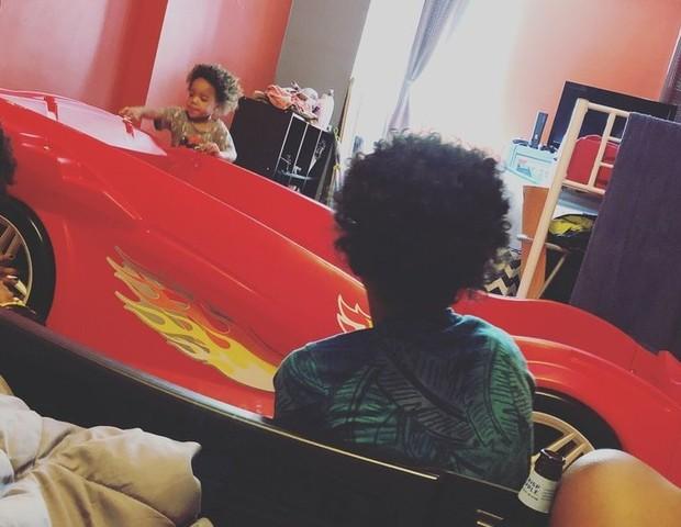 Os filhos dividem o mesmo quarto e a diversão é garantida (Foto: Reprodução Ashley Simpo)