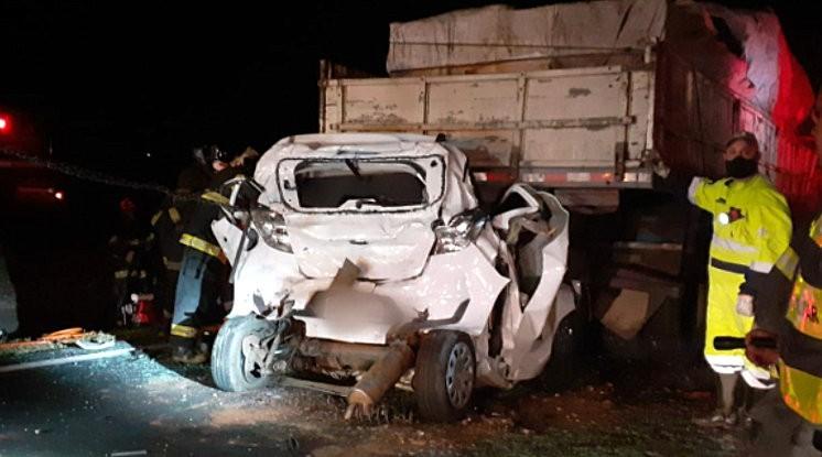 Mãe e filho morrem em acidente na Rodovia Washington Luís em Araraquara