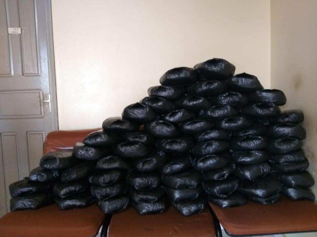 Homem é preso com 60 sacos de folha de coca no interior do Acre