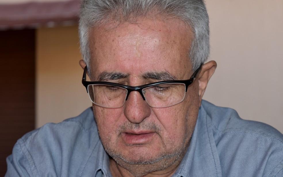 Jair do Prado se emociona ao relembrar do acidente com o césio-137 (Foto: Paula Resende/ G1)