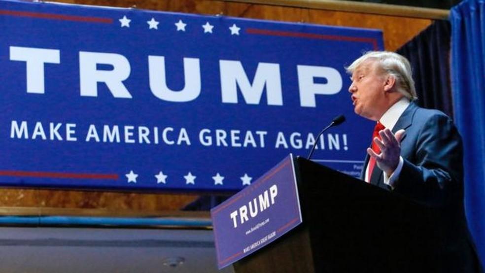 As sobretaxas sobre produtos importados foram uma das promessas de campanha de Trump (Foto: GETTY IMAGES/AFP)