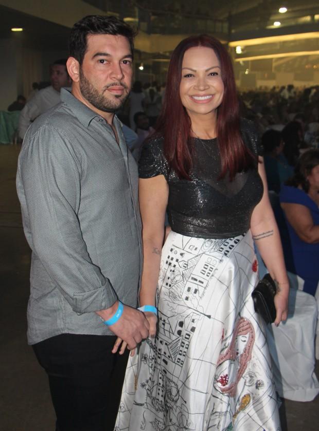 O casal Solange Almeida e Leandro Andriani (Foto: AgNews)