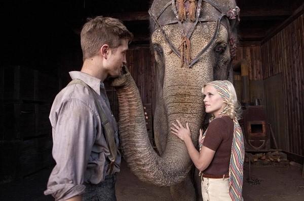 Robert Pattinson e Reese Witherspoon em cena de Água para Elefante (2011) (Foto: Reprodução)