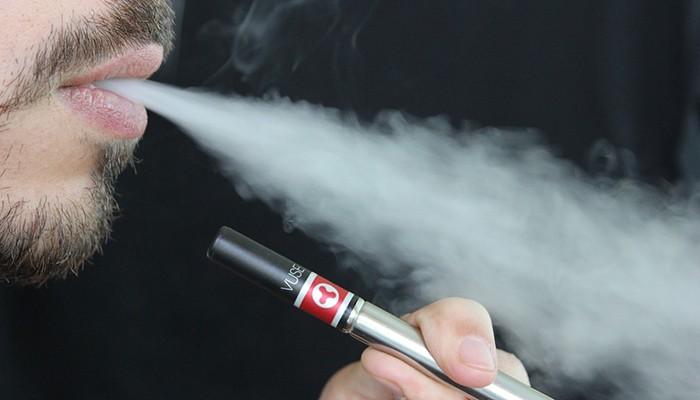 Cigarros eletrônicos prejudicam células-tronco cerebrais, indica estudo