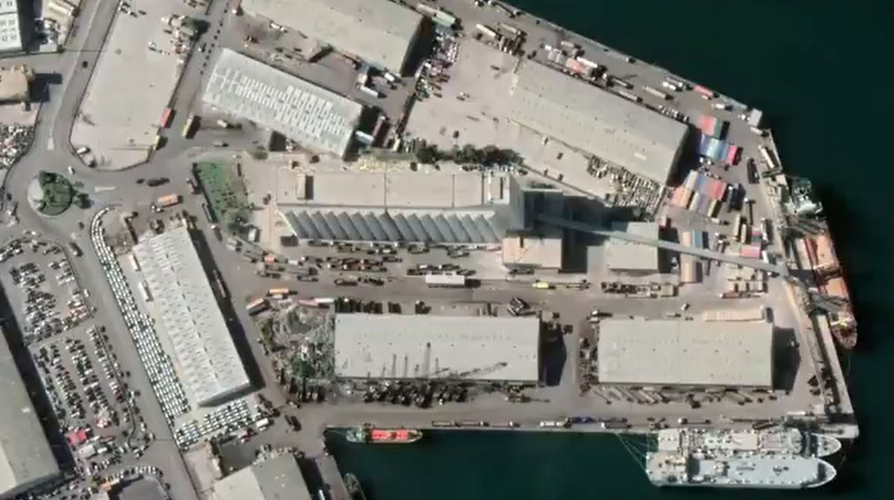 Região portuária de Beirute, no Líbano, antes da explosão de terça-feira (4) — Foto: Reprodução Google Earth