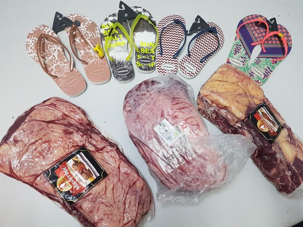 Suspeito tentou levar produtos escondidos em sacola (Foto: Marcos Deny/Araguaína Notícias)