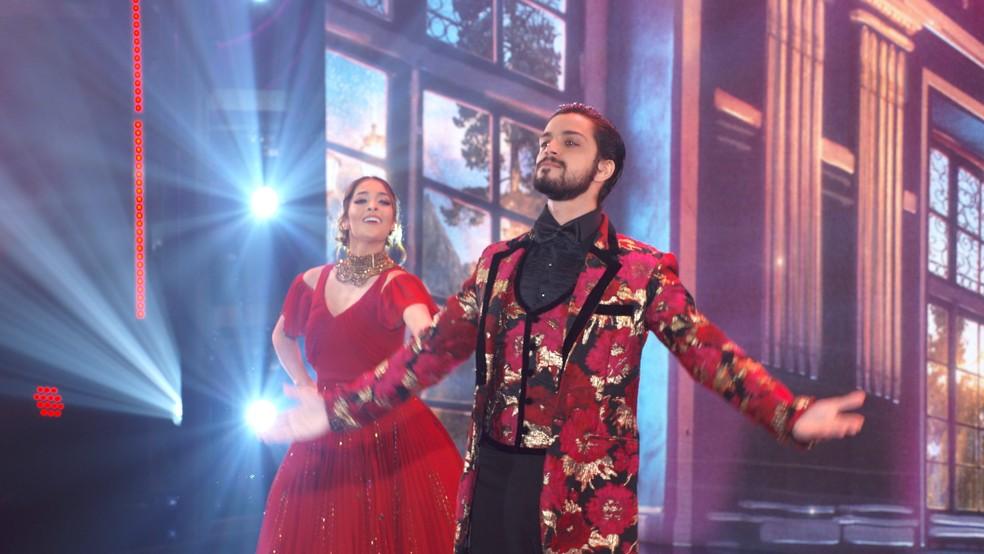 Rodrigo Simas e Nathália Ramos dançam valsa no 'Super Dança dos Famosos'  — Foto: Globo
