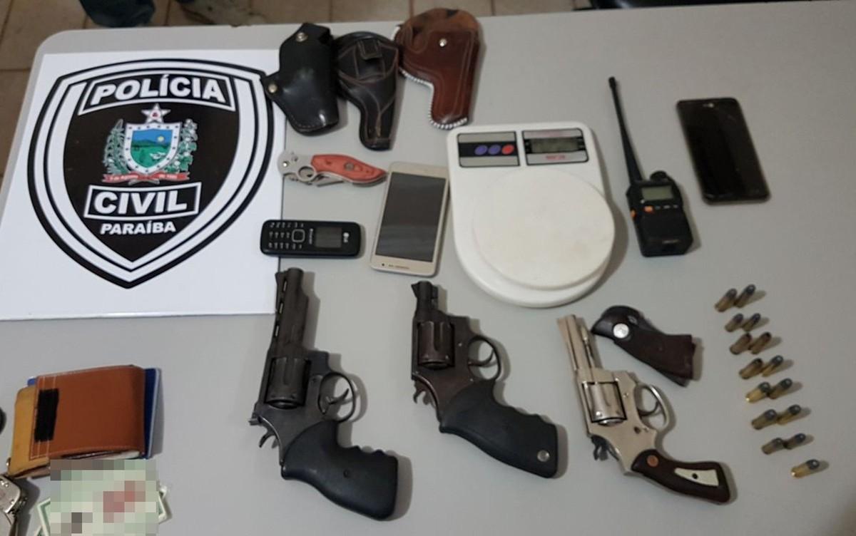 Operação apreende armas e rádio que 'ouvia' frequência da Polícia Militar na PB