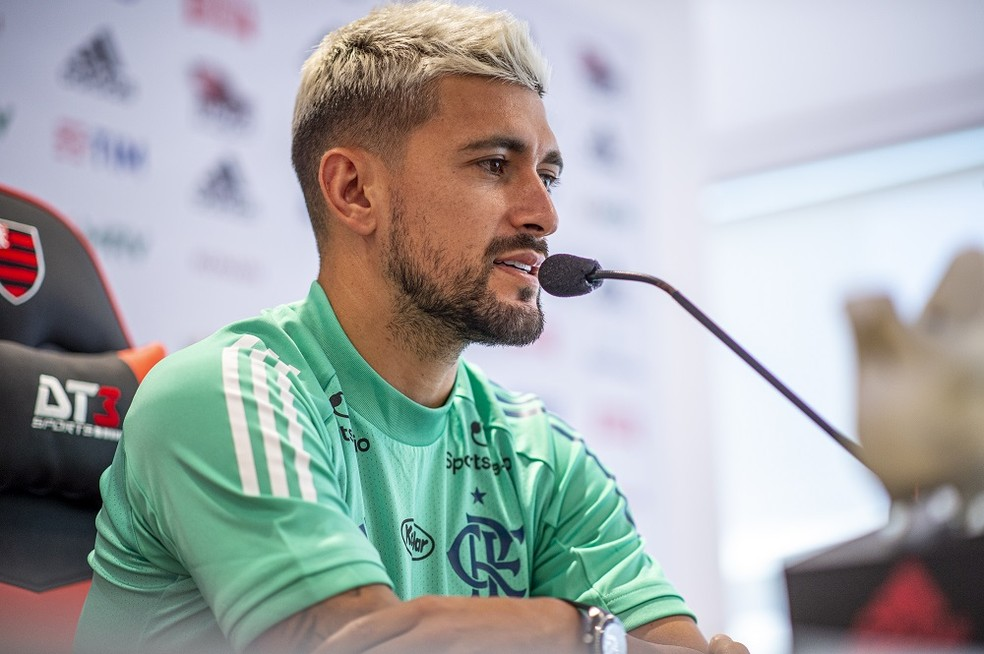 Arrascaeta durante entrevista coletiva no CT do Flamengo — Foto: Marcelo Cortes/Flamengo