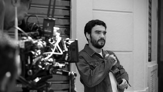 Caio Blat será jovem idealista em 'Os Dias Eram Assim'