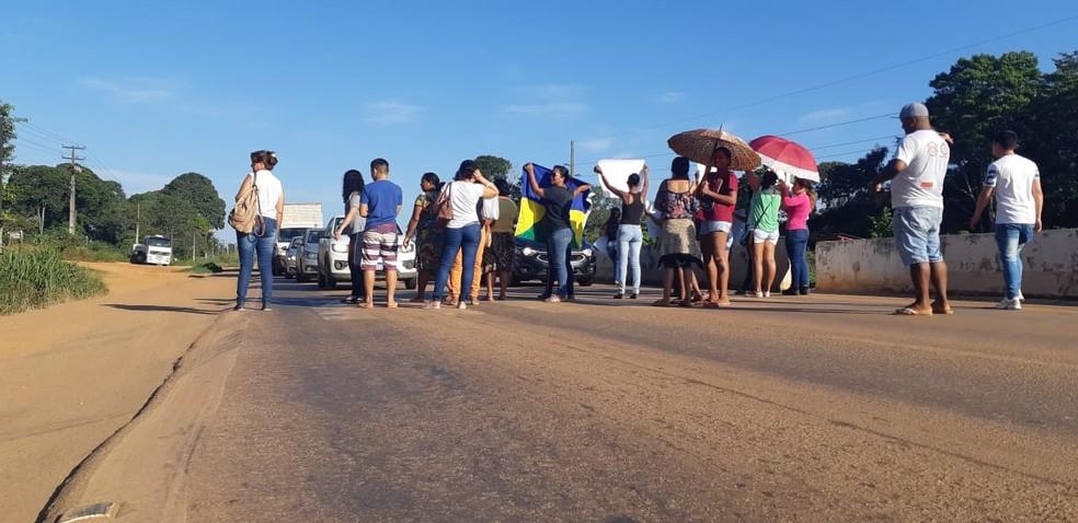 Protesto de pais ocorre na BR-364, em Porto Velho — Foto: Cássia Firmino/Rede Amazônica