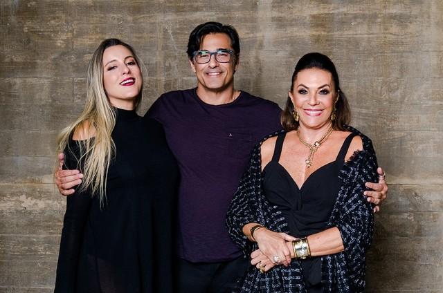Luhanna, Luciano e Beth Szafir (Foto: Divulgação/Canal E!)