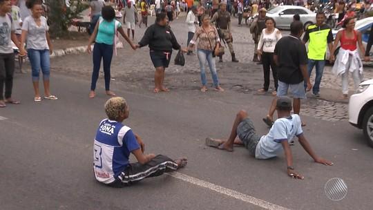 Eleitores protestam e apontam dificuldades para fazer recadastramento biométrico em Feira de Santana
