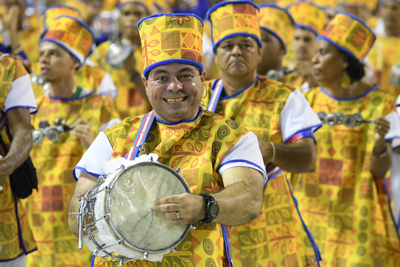 Primeira noite de desfiles da Série A do carnaval 2020 no Rio; FOTOS