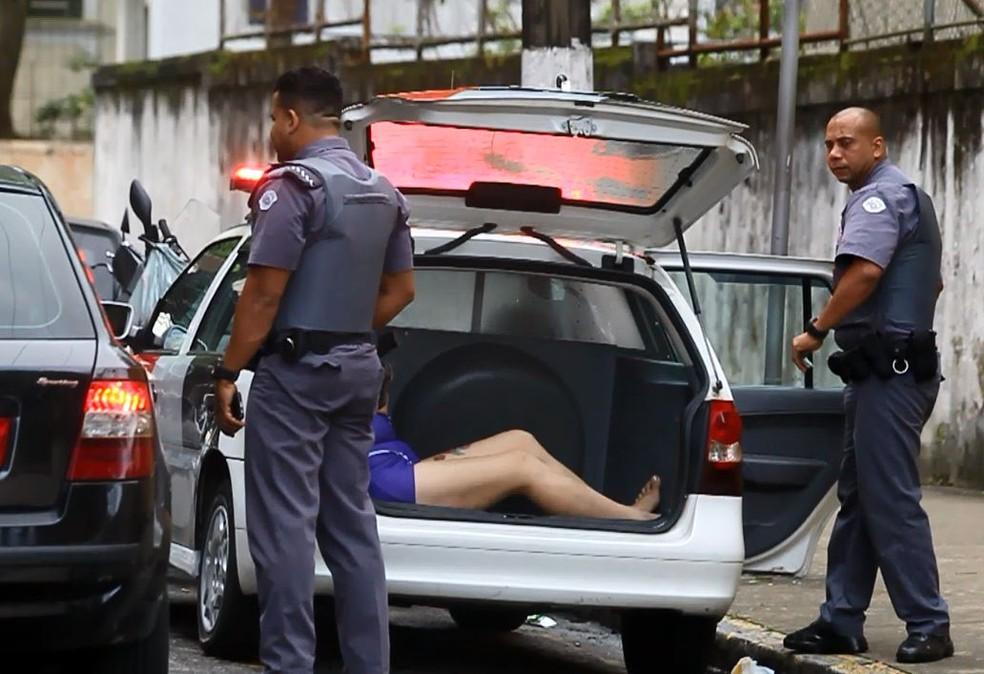 Travesti foi detida apos jogar homem na frente de um caminhão em Santos (SP) — Foto: Reprodução