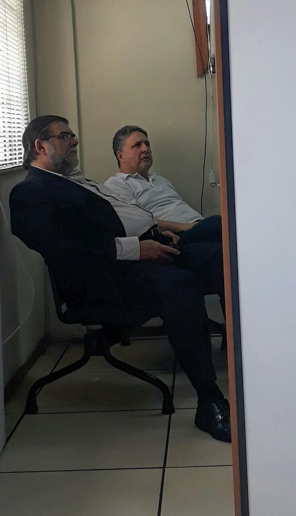 Anthony Garotinho dentro da delegacia em Bonsucesso. (Foto: Arquivo pessoal)