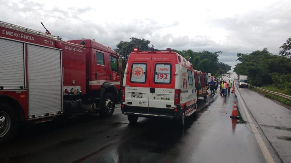 Samu foi acionado para atender acidente em Iacanga — Foto: Fernanda Ubaid/TV TEM