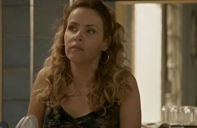 Na terça-feira (4), Gilda (Leona Cavalli) questiona Dino (Paulo Rocha) sobre a prisão de Eliza (Foto: TV Globo)