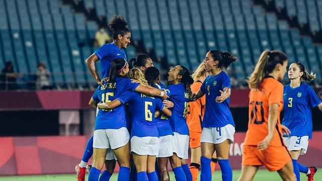 Brasil comemora gol diante da Holanda