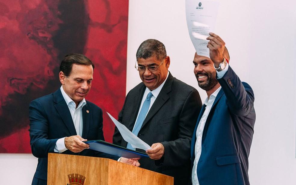 João Doria, vereador Milton Leite e Bruno Covas na cerimômina de transmissão de cargo (Foto: Divulgação/Prefeitura de São Paulo)