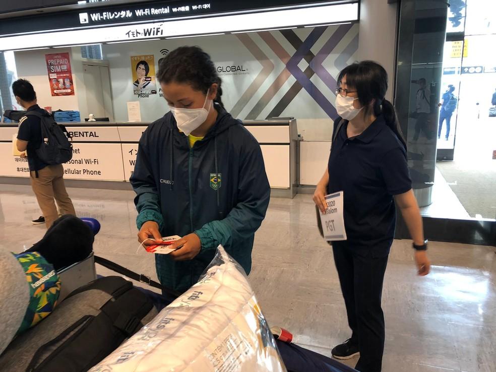 Ana Sátila foi a primeira atleta do Brasil a desembarcar no Japão para os Jogos Olímpicos — Foto: Carlos Gil