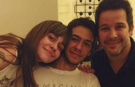 Filho de Murilo Benício e Alessandra Negrini, Antônio Benício vai estrear nas novelas. Ele estará ao lado do pai em 'Amor de mãe', trama das 21h de Manuela Dias Reprodução Instagram