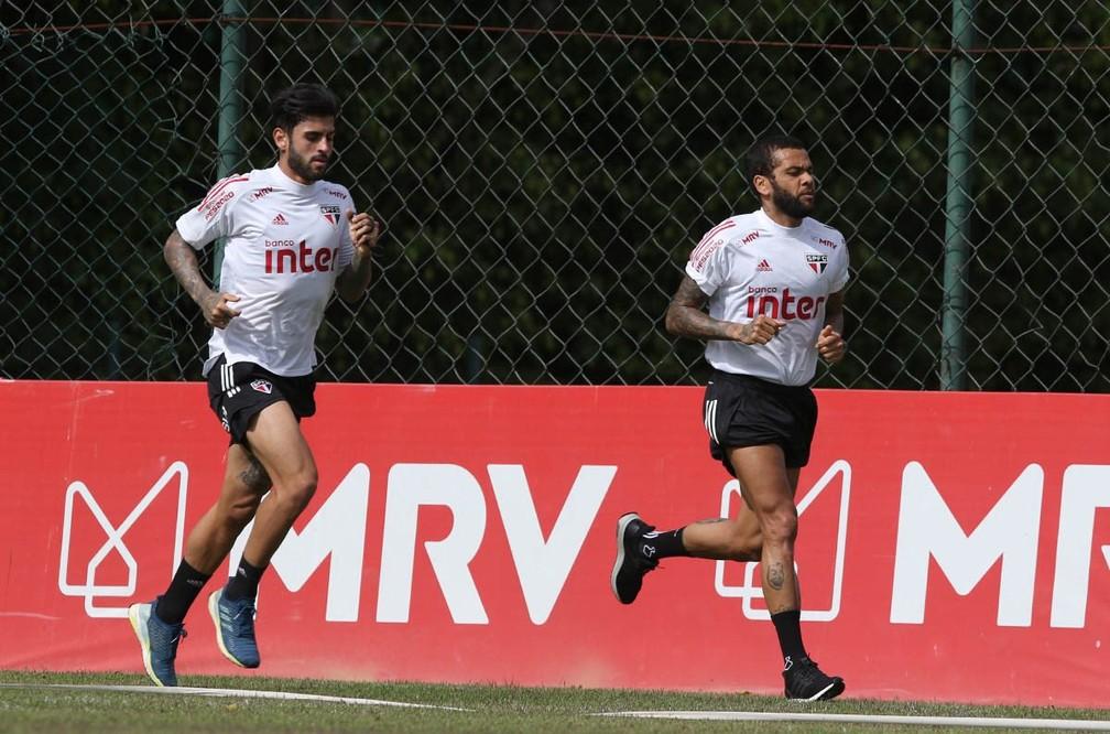 Liziero e Daniel Alves em atividade no São Paulo nesta terça-feira — Foto: Reprodução/Twitter