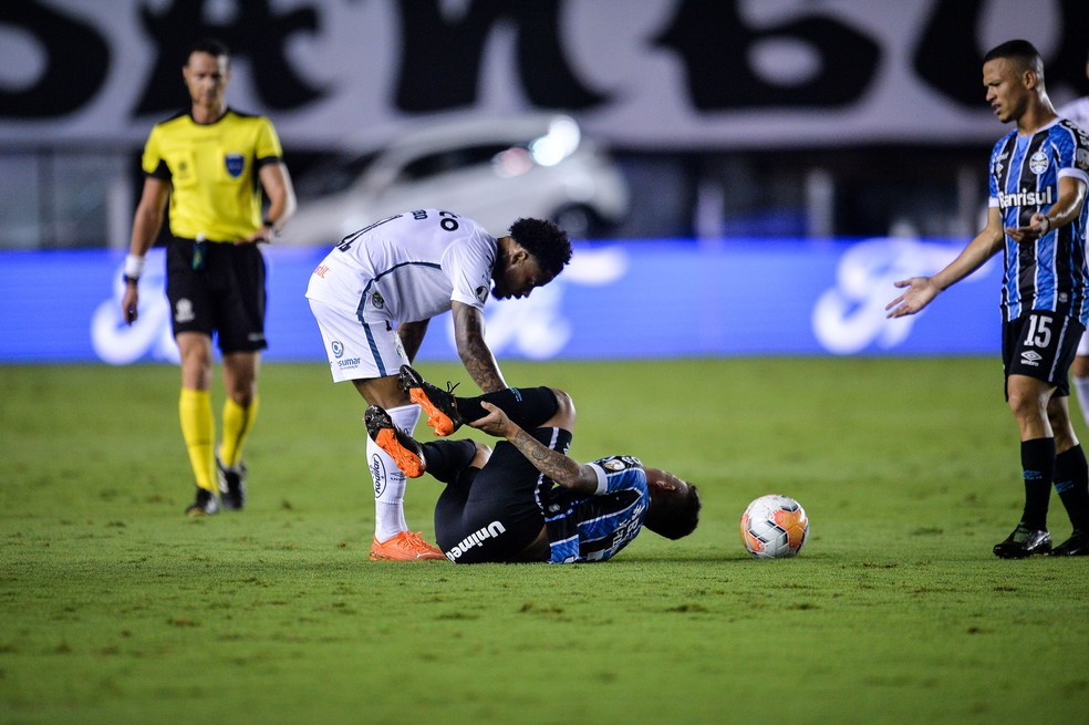 Grêmio sofreu muito na Vila Belmiro — Foto: Staff images/Conmebol