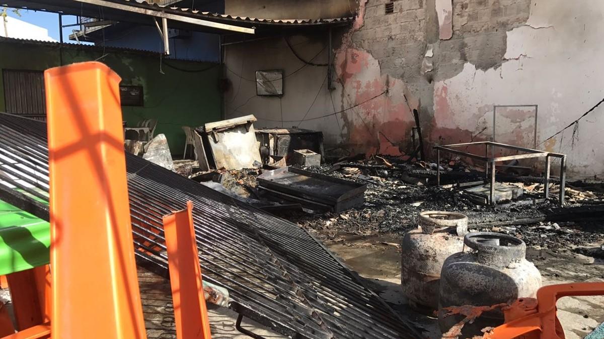 Incêndio destrói quiosque de açaí em Santa Rita, PB