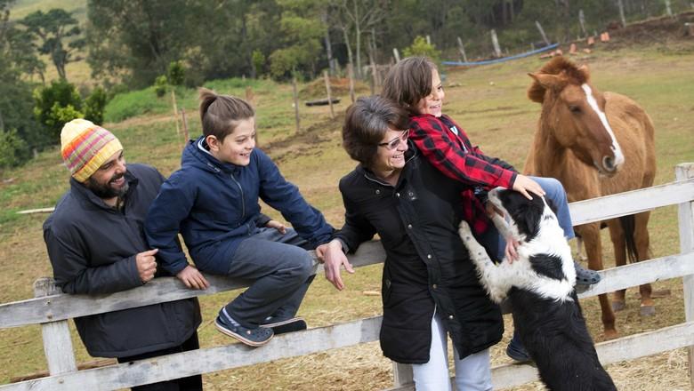 Família Pezzo se mudou para o sul de Minas Gerais na pandemia (Foto: Emiliano Capozoli/Globo Rural)