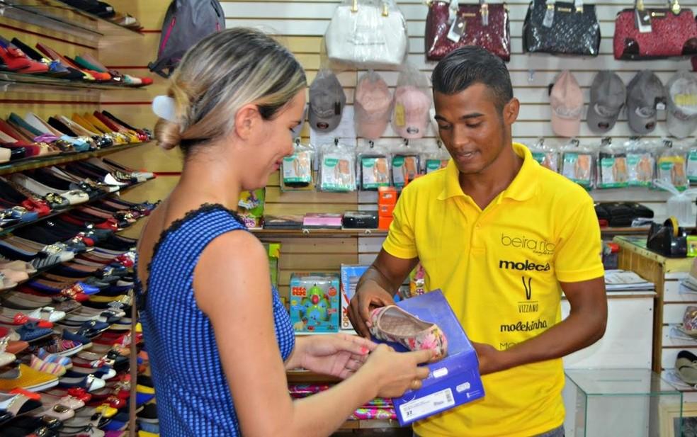 -  Sine Macapá oferece quatro vagas para vendedor  Foto: Adelcimar Carvalho/G1