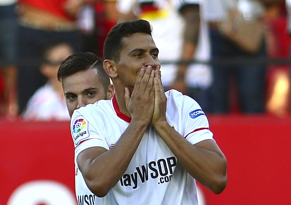 Ganso em ação pelo Sevilla, onde não conseguiu ser feliz até agora (Foto: AFP)
