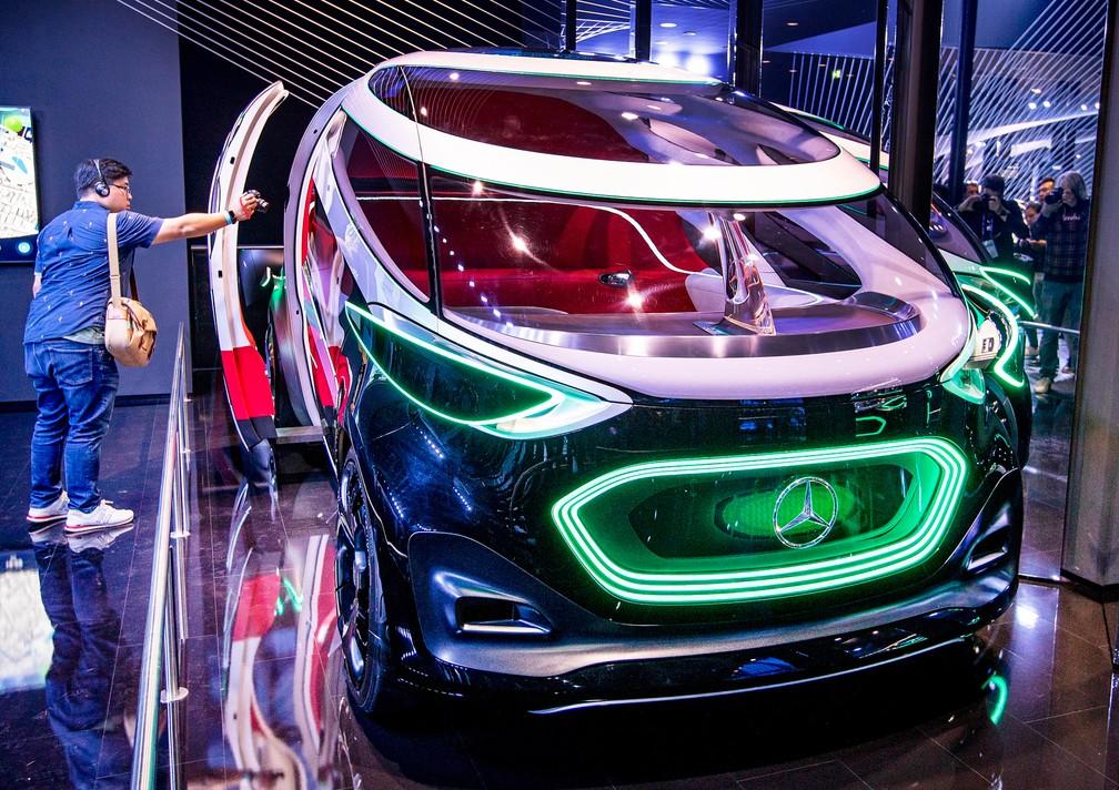 Mercedes-Benz Vision Urbanatic, conceito da marca alemã — Foto: Michael Probst/AP