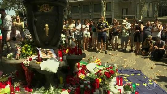 Turistas e moradores relatam momentos de terror em Barcelona