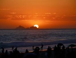 RJ tem lindo pôr do sol em dia com mais de 30 graus de temperatura (G1 Rio )
