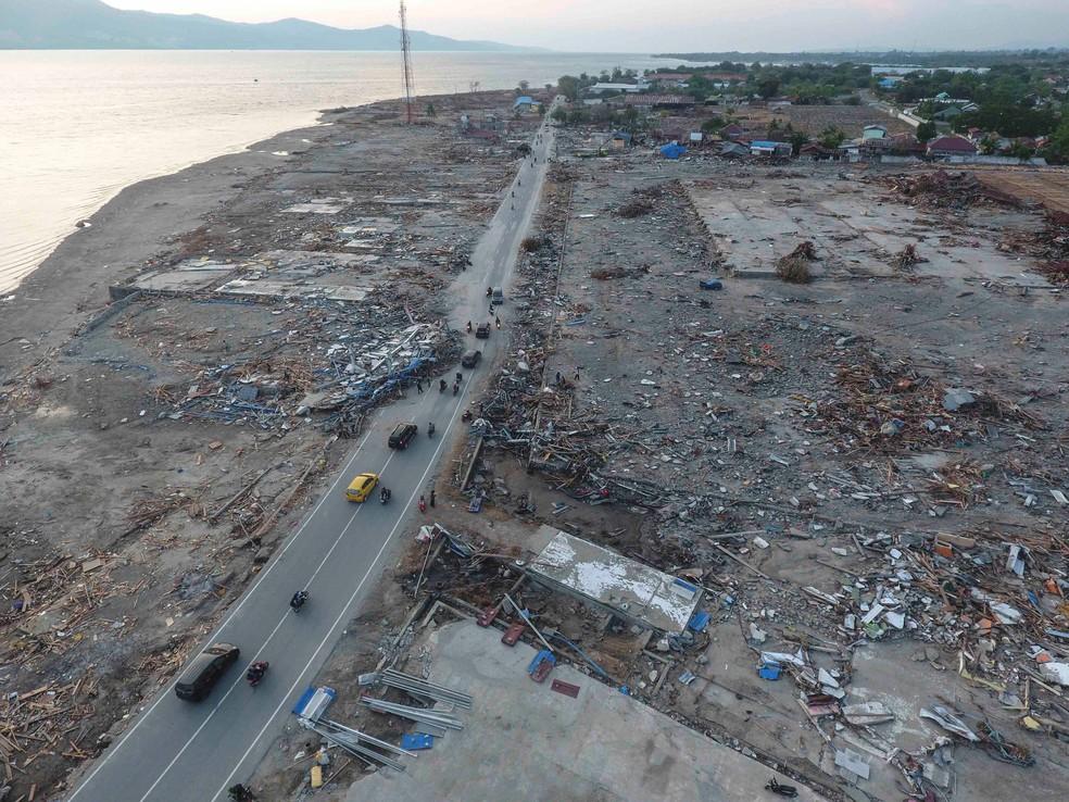 Vista aérea desta quarta-feira (3) mostra destruição de Palu, na ilha de Sulawesi, na Indonésia   — Foto: Antara Foto/Hafidz Mubarak A/ via Reuteurs