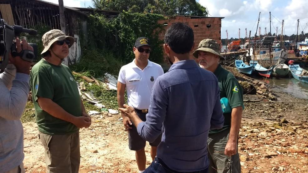 Equipes do Ibama e da Marinha estão em Piaçabuçu, AL, para realizar vistoria no Rio São Francisco — Foto: Amorim Neto/TV Gazeta