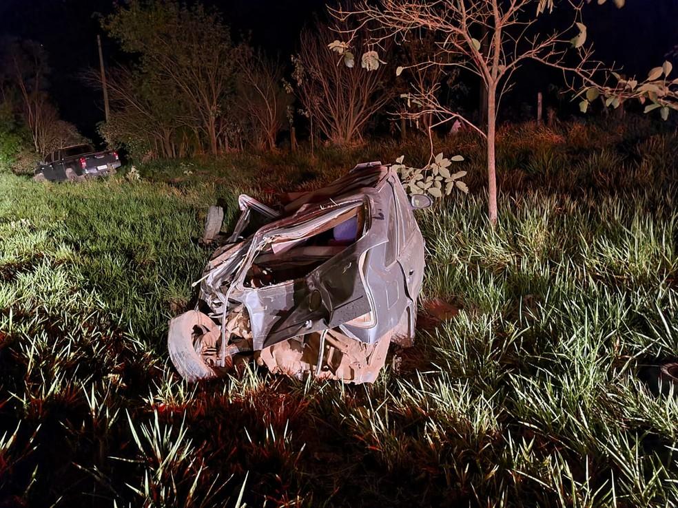 Batida entre carro e caminhonete deixou dois feridos em Herculândia — Foto: João Trentini/Divulgação