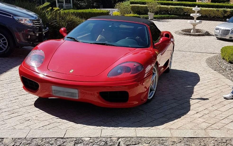 Ferrari apreendida na mansão de Laerte Codonho, dono da fabricante de refrigerantes Dolly, em Cotia (SP) (Foto: Divulgação)
