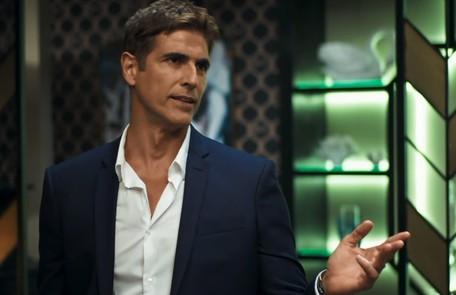 Na terça (30), Régis (Reynaldo Gianecchini) vai perder no jogo e pegará um empréstimo com Fabiana (Nathalia Dill) Reprodução